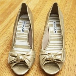 American Eagle Pumps/Heels Gold Size 71/2